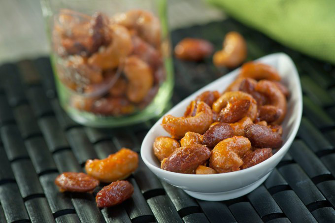 Sriracha-Honey-Glazed-Nuts-e1419264828830