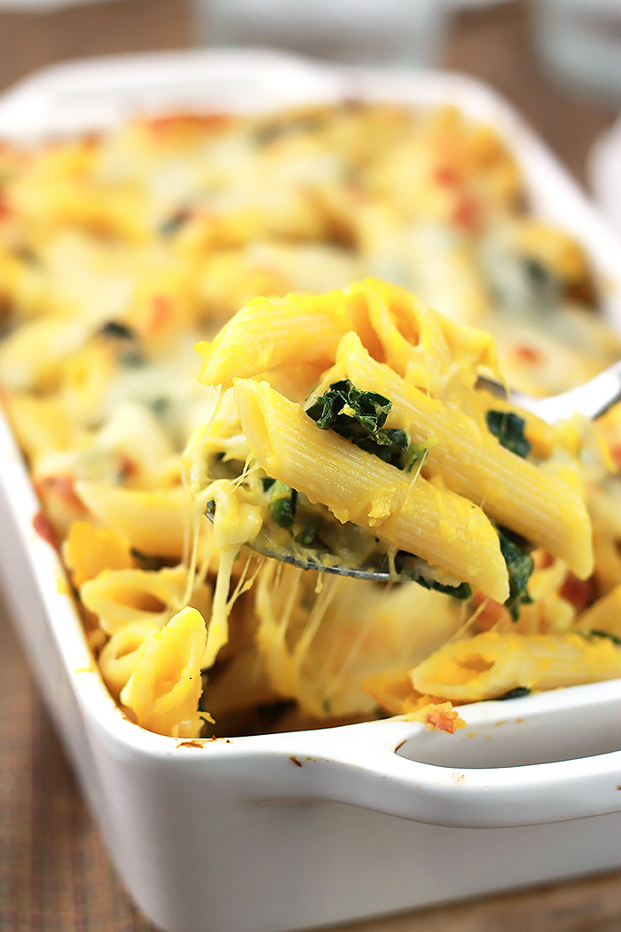 Love creamy pasta sauce, but don't love the calories. This Kale Butternut Pasta Bake is loaded with flavor without the calorie guilt.