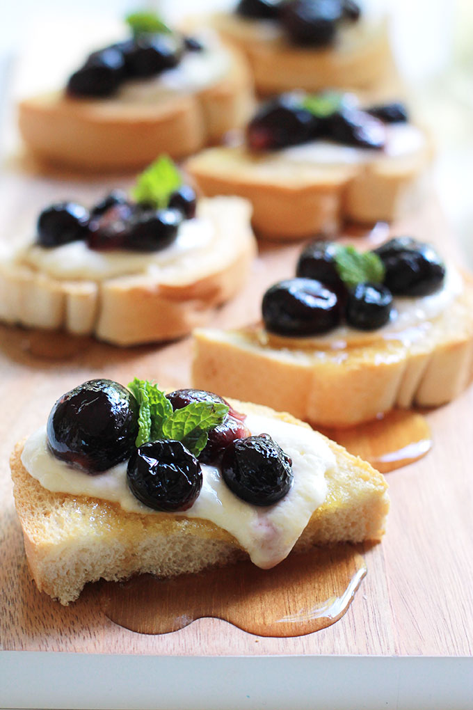 Simple and simply delicious, this Roasted Grapes with Burrata Cheese Toast recipe is perfect for those impromptu gatherings. Toast, softly melted Burrata, roasted grapes and a drizzle of agave or honey, so easy.